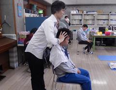 ヘッドセラピーボランティアの様子1